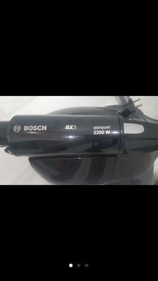 Aspirador Bosch 2200W funcionando