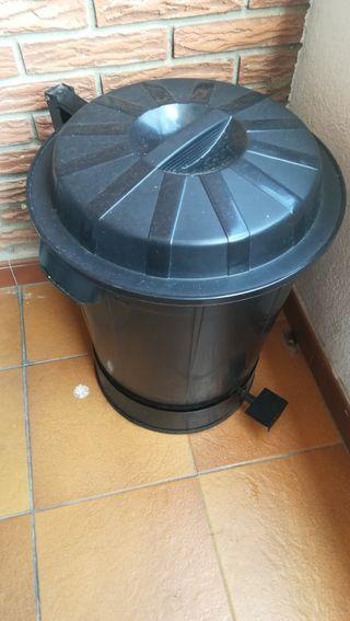cubo de basura de carnicería