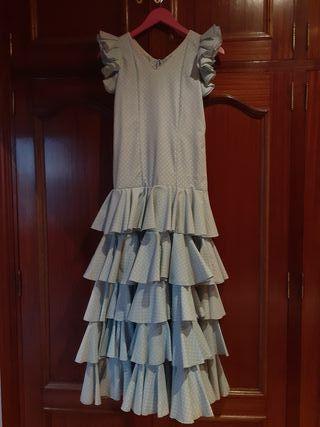 traje de flamenca de lunares blancos y fondo azul