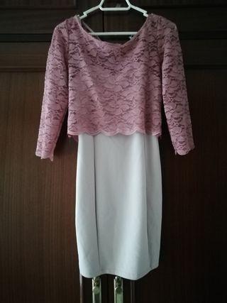 Elegante vestido en rosa bebe