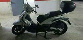 MOTO PIAGGIO 400