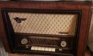 Radio Telefunken. Funciona perfecto.