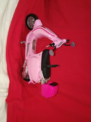 Moto de Barbie con casco
