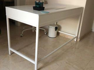 Mesa escritorio blanco Ikea en perfecto estado