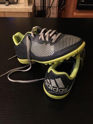 Botas de futbol Adidas multitaco.