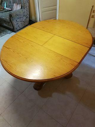 mesa de madera extensible con cuatro sillas