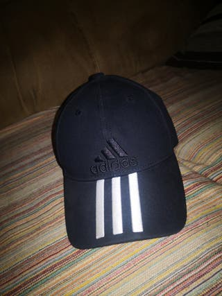 382424e7f0bf Gorra Adidas negra de segunda mano en WALLAPOP