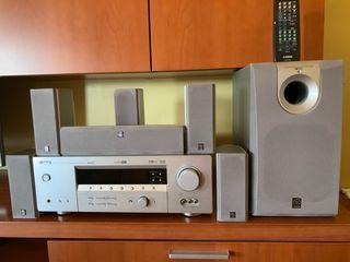 Amplificador AV Yamaha con eltavoces y subwoofer