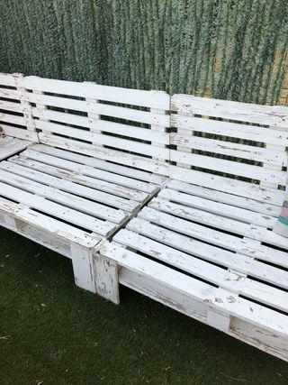 Conjunto sofá y mesillas palets jardín