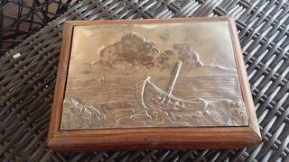Caja madera y plata grabada