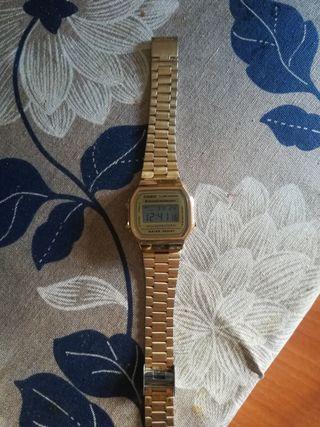 Reloj dorado Casio mujer