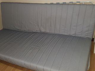 sofá convertible en cama IKEA con cajonera