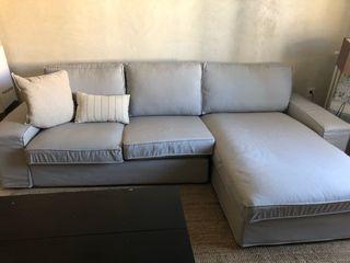 Sofá gris IKEA kivik