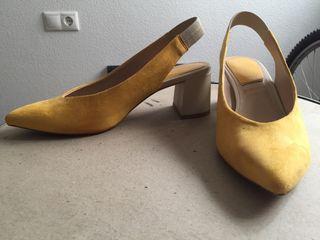 Zapatos mostaza Stradivarius
