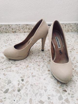 Zapatos de tacón ante beige. María Mare