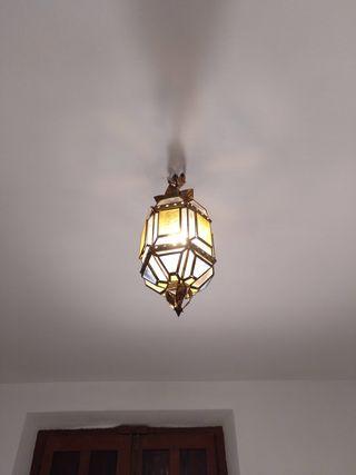 lámpara de techo de latón y cristal de colores