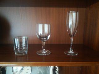 copas de vino y cava y vasos