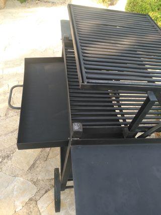 Barbacoa de hierro apta para carbón vegetal y leña