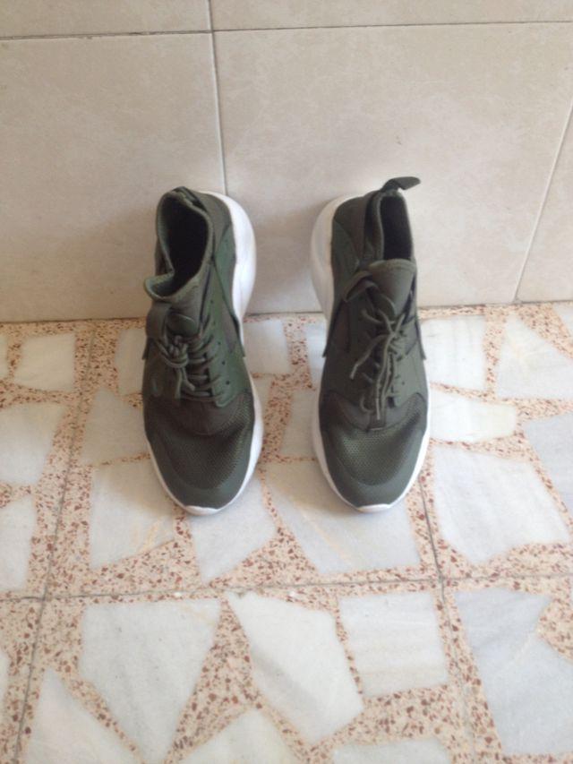 Zapatillas deportivas verdes Talla 43.