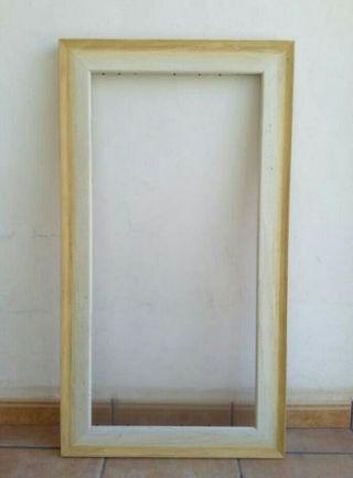 Marco de madera tonos blanco y beige
