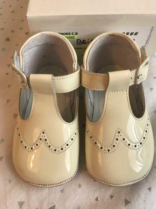 Zapato charol beige bebé T.19