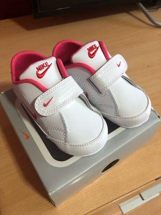 Tenis Nike bebe rosas de segunda mano por 15 € en El Mami en