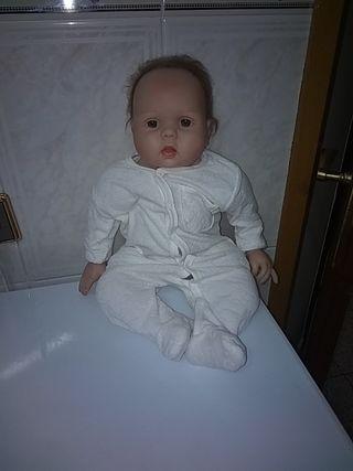Muñeca de ropa y silicona
