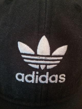 e6ce4d3a7f86 Gorra Adidas negra de segunda mano en WALLAPOP