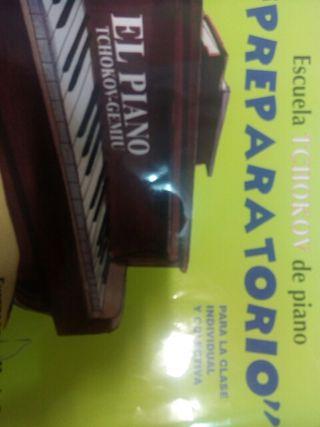 escuela TCHOKOV de piano(preparatorio)