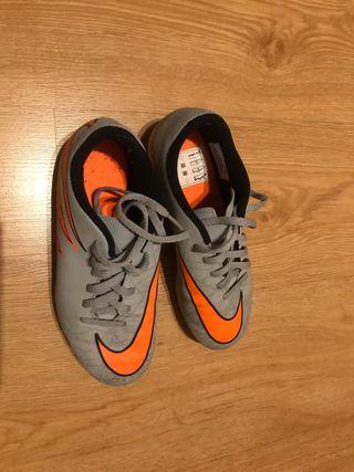 Zapatos de futbol Nike hypervenom talla 35