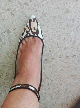 zapatos print de zara