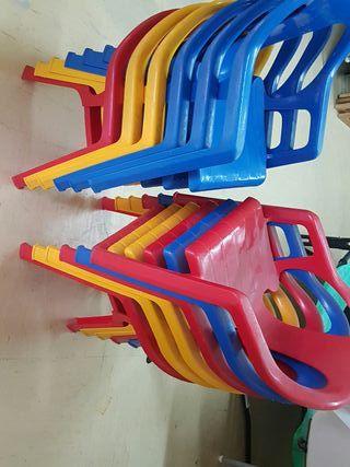 Lote 12 sillas de plástico