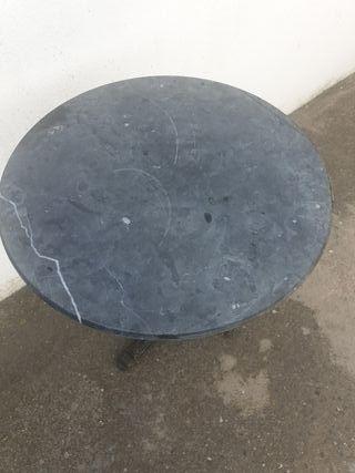 mesa de jardin hierro y marmol