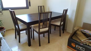 Mesa comedor y cuatro sillas. Conjunto NUEVO