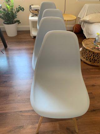 4 sillas Eastman de plástico