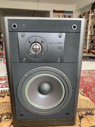 Altavoces JBL LX22.