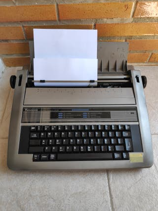Máquina de escribir electrónica Panasonic R190