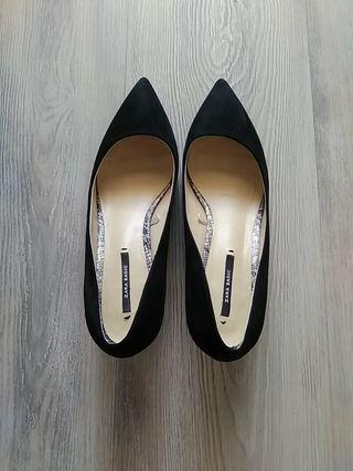 zapato salon de zara ,tacon bajo ,talla 37 impecab