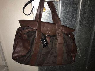 Bolso misako con etiquetas