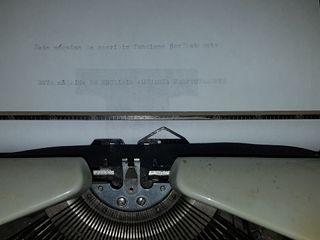 máquina de escribir Triumph modelo Tippa