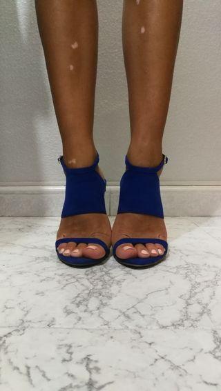 Zapatos azul eléctrico de Zara