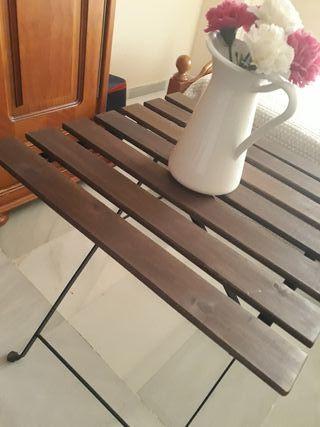 mesa jardín y dos sillas