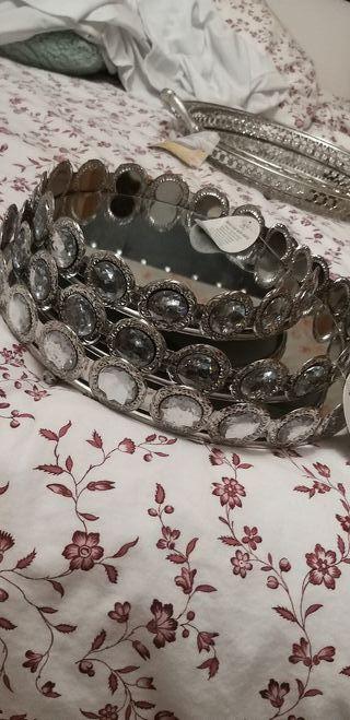 bandeja de metal con espejo