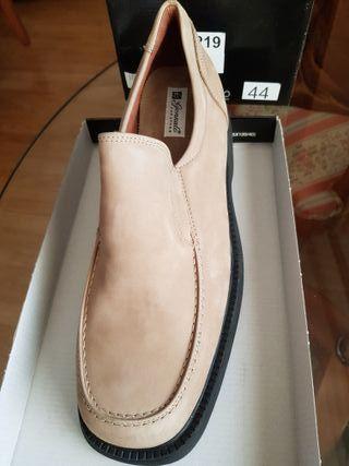 Zapatos nuevos 44 ante beige, Luís Gonzalo