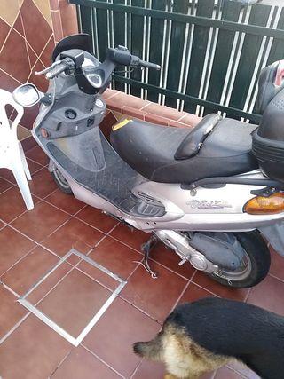 vendo moto Kymco Ding 50 agua