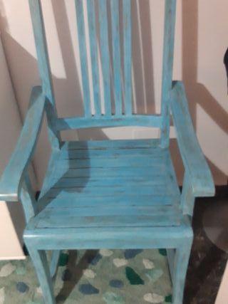 Silla de madera azul