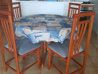 4 Sillas de madera. Regalo:mesa extensible