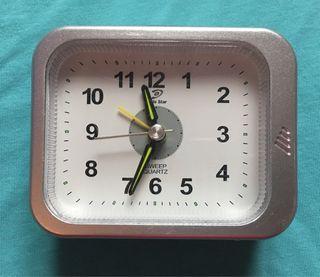 VUELTA AL COLE - reloj despertador