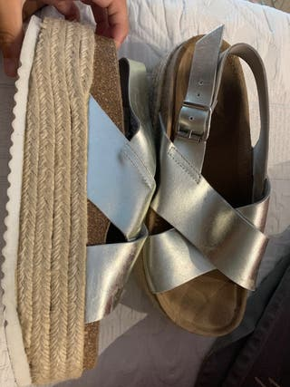 Se venden sandalias plata