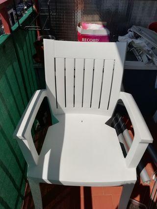 silla blanca rígida